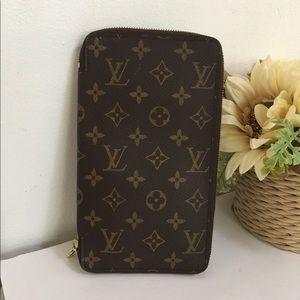 Louis Vuitton Zippy wallet organizer